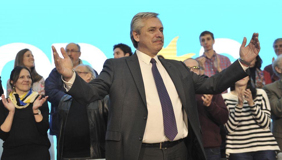 Alberto promete desdolarizar tarifas y vaticina dólar a $57