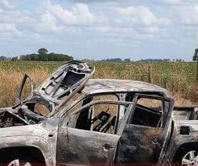 Subió a dos hombres que hacían dedo en la ruta, le dispararon y le incendiaron el auto