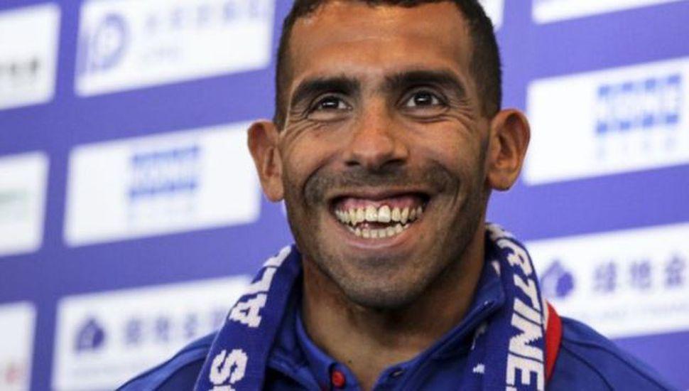 Carlos Tevez sorprendió a todos con su nuevo look