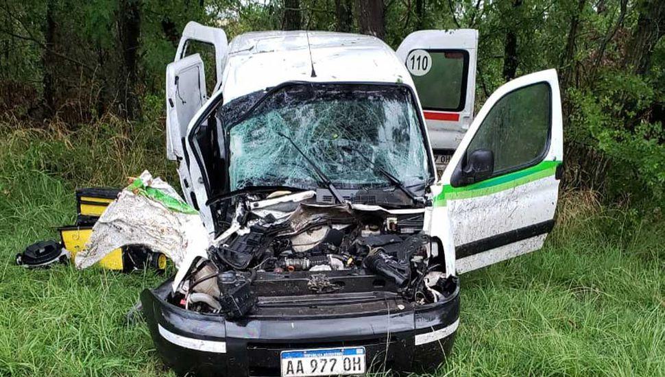 El vehículo quedó fuertemente dañado.