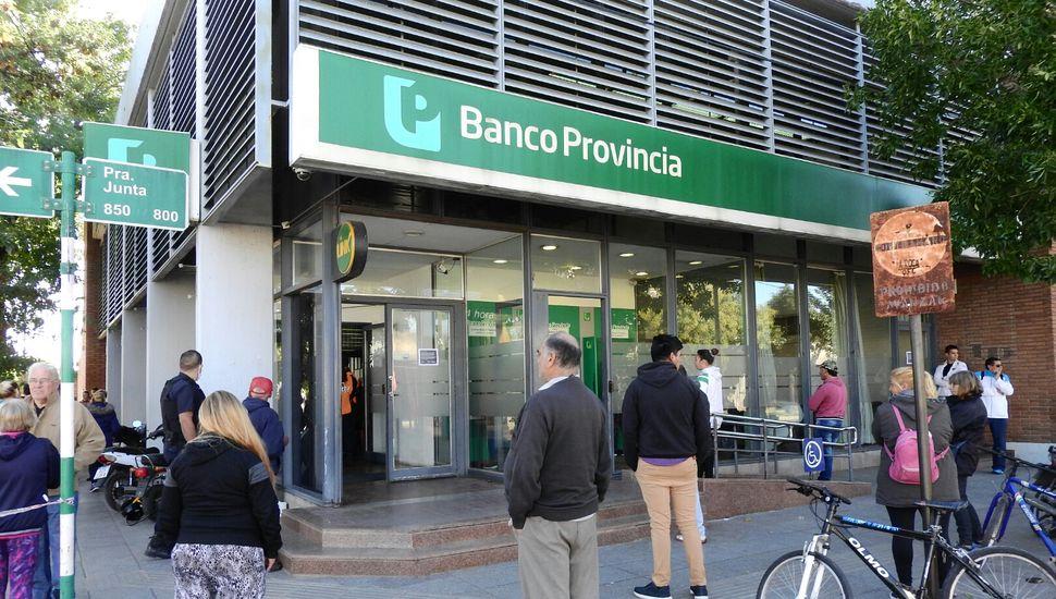 Anunciaron nuevas medidas para el cobro de jubilados en bancos