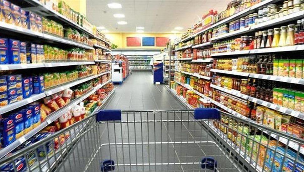 Canasta de consumo masivo cayó  2% en agosto y encadenó cuarta baja