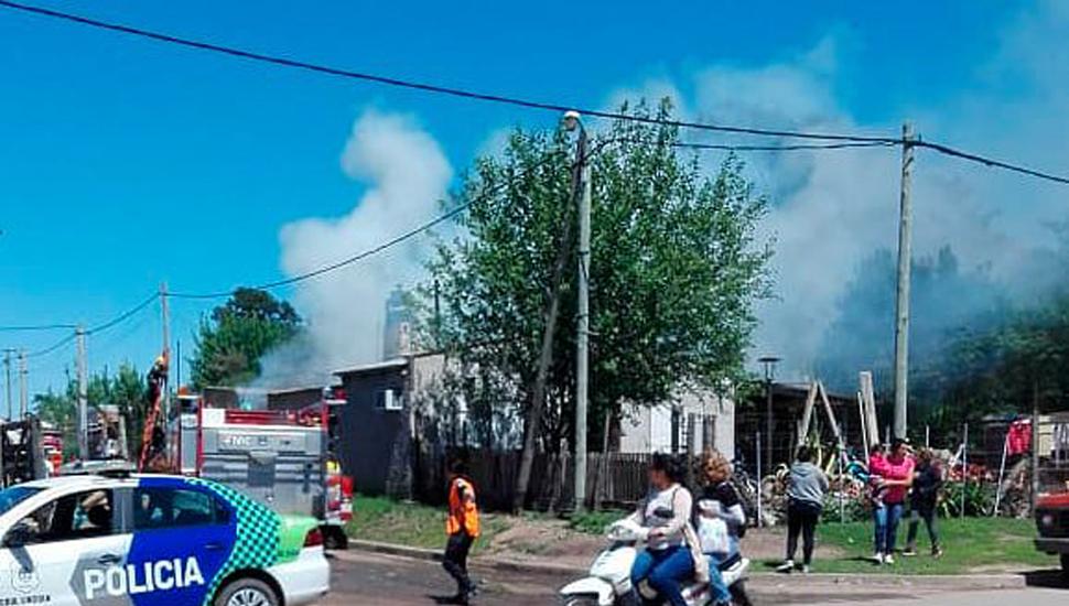 Una familia linqueña perdió todo en un incendio.