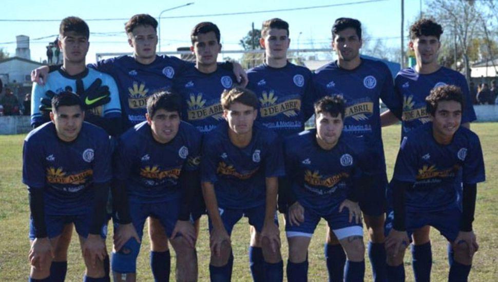 Equipo del Club Deportivo Pinto que obtuvo el clásico y festejó sobre el final del cotejo.