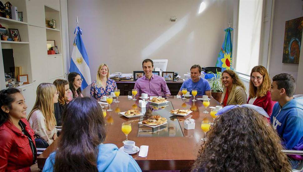 El Intendente desayunó con alumnos de escuelas de Junín