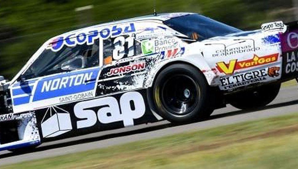 Federico Pérez se ubicó vigésimo con la Dodge N° 81, en el único entrenamiento de ayer del TC, en Centenario, Neuquén.
