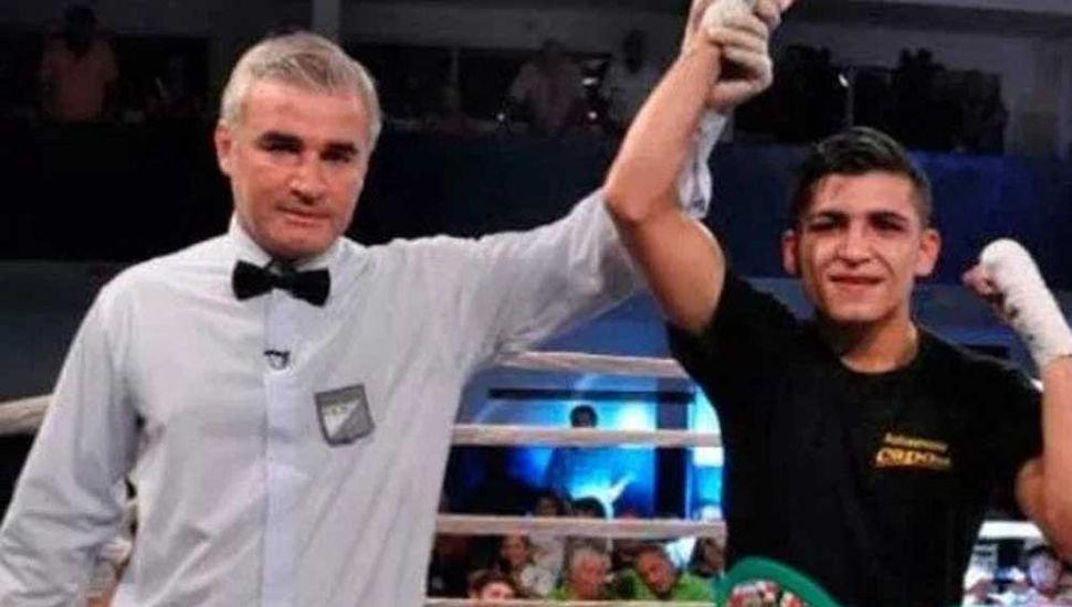 Diego Ruiz es declarado ganador de la pelea ante Emanuel Cusolito y se adjudicó el título Latino Plata OMB de peso pluma.