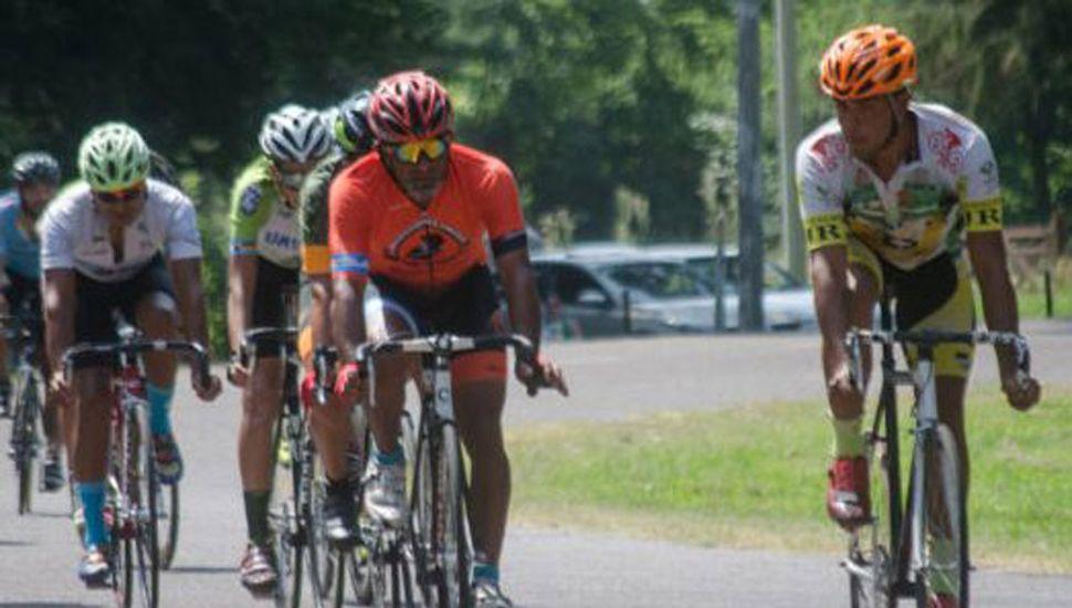 Ciclistas de distintas ciudades de la región animaron el programa pedalero en Lincoln.