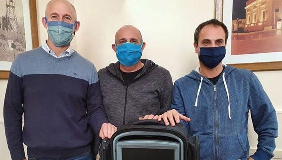 El secretario de Gestión y Administración Sanitaria, Bruno Fiorini; el diputado Alexis Guerrera y el intendente