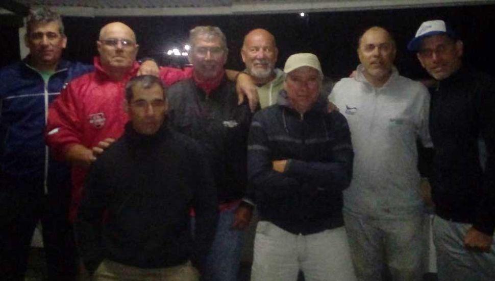 Participantes del concurso de pesca de carpas que ganó la dupla Cardinale-Soto.