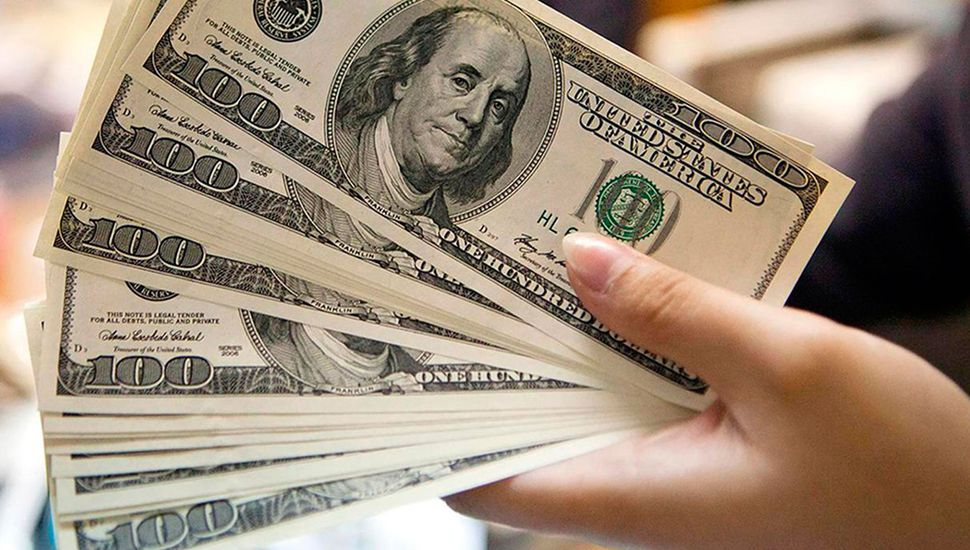 Dólar a $41,72 y otra suba de tasas en el Central