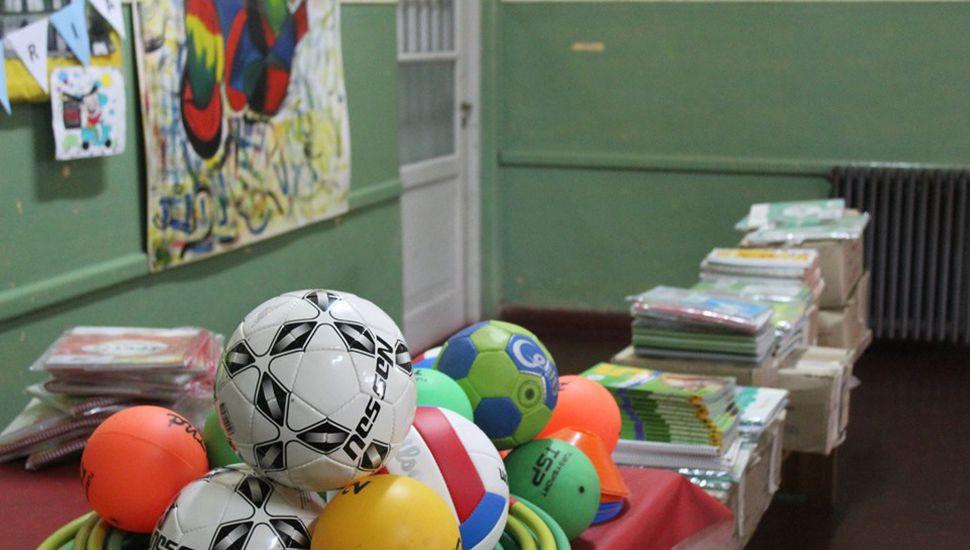 Se realizó la entrega de materiales y subsidio a la Escuela Nº 2