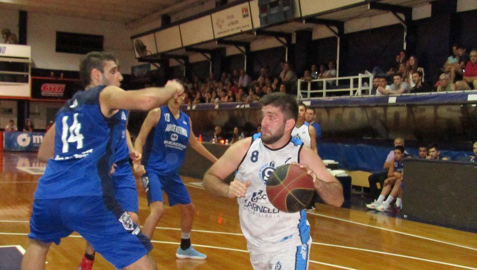 Ezequiel Villegas enfrenta a Enzo Filipetti.