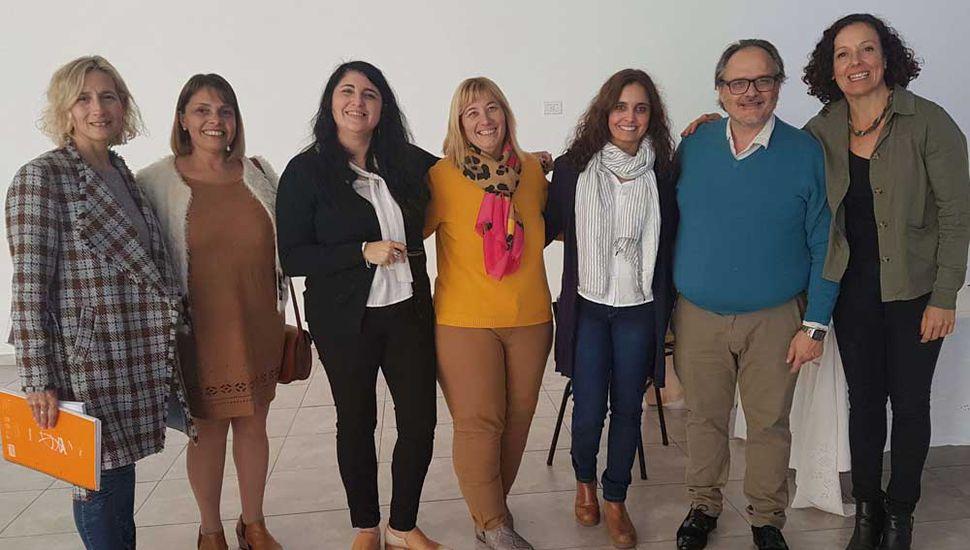 Los profesionales que llegaron para encabezar el encuentro junto a docentes e inspectores del Distrito de General Pinto.