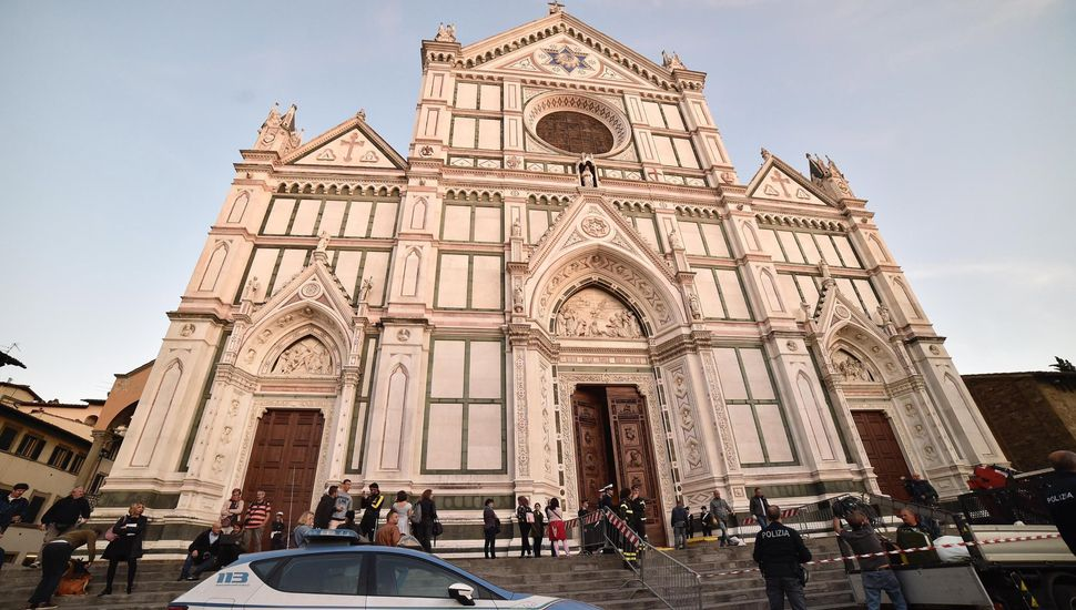 Italia: murió un turista español tras ser impactado por una piedra que cayó de una iglesia