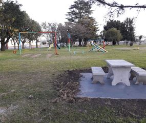 Arenales: colocaron bancos nuevos en la plaza de La Trinidad