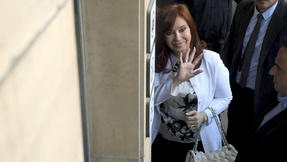 """Cristina declaró durante más de 3 horas y sin responder preguntas: """"A mí me absolvió la historia"""""""