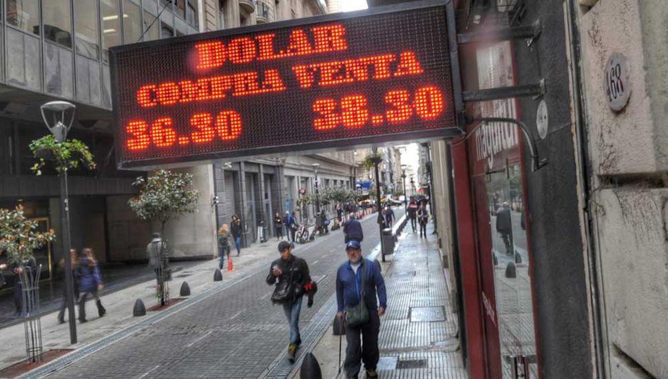 Pese a la intervención del Central, el dólar arrancó la semana en alza