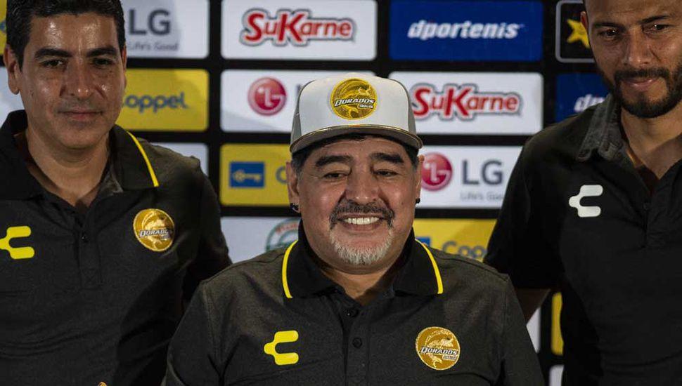 Maradona y sus primeros problemas: futuros vecinos bloquearon su mudanza