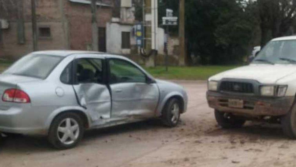 Accidente entre un auto y una  camioneta, en Coronel Granada