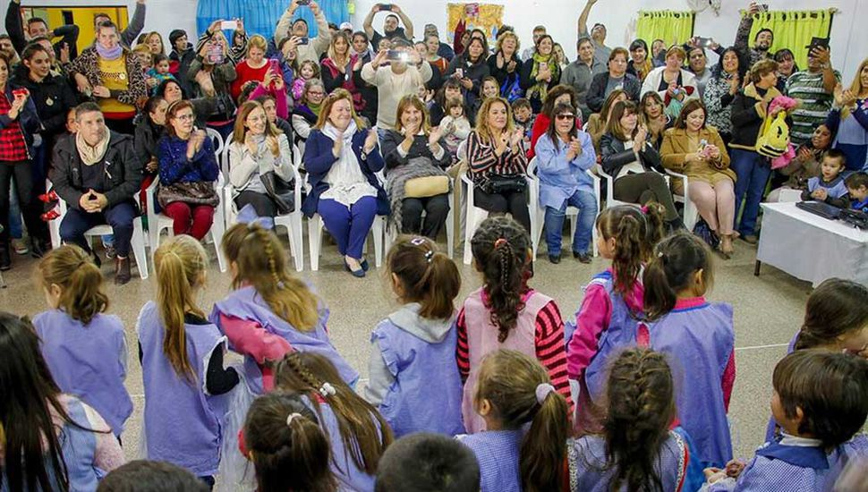 Los chicos, sus familiares y autoridades participaron del acto.