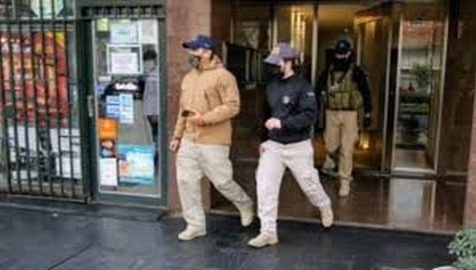 """Allanan la casa de un fiscal de Rosario investigado por conexiones con banda ligada a """"Los Monos"""""""