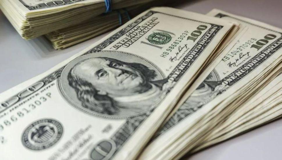Sin freno: el dólar volvió a subir y cerró en $23