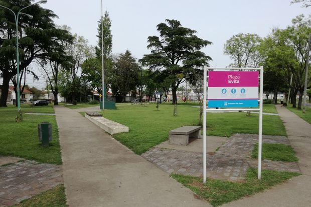 Destacan que mejoró la seguridad en la plaza, que es el corazón y el centro neurálgico del barrio Evita.