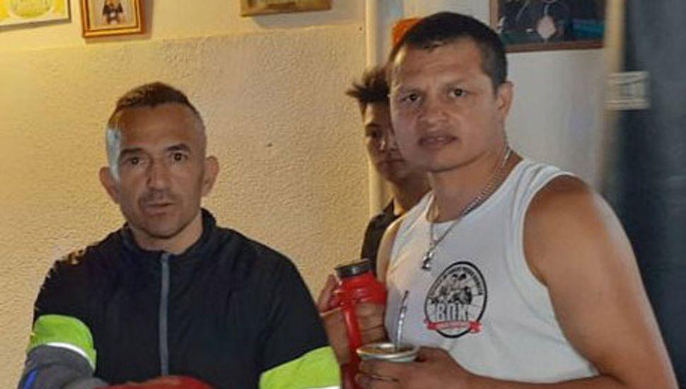 """Omar Andrés Narváez (izquierda) y Roberto """"Pocho"""" Arrieta en un alto del entrenamiento que """"El Huracán"""" realizó en Santa Rosa, La Pampa."""