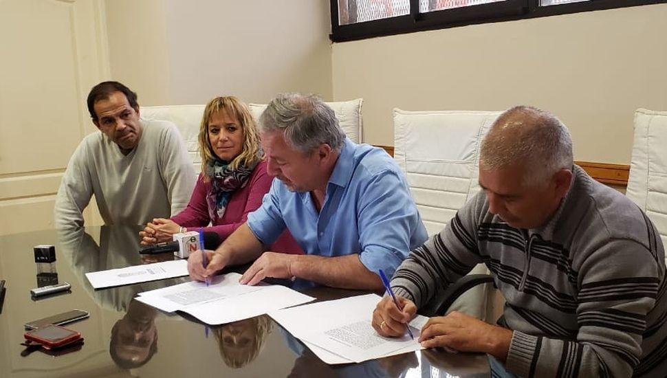 Firmaron el contrato para iniciar la segunda etapa de obra en el Ceatdi