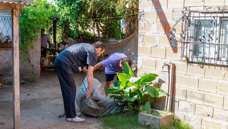 Continúan los operativos de descacharrado para prevenir el Dengue