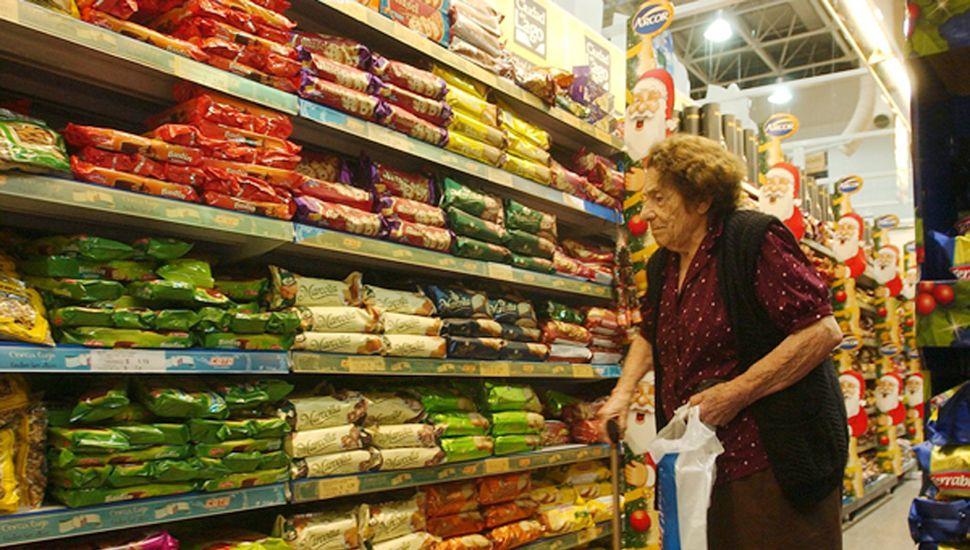 La inflación incontenible golpea con más fuerza a los sectores de ingresos fijos.