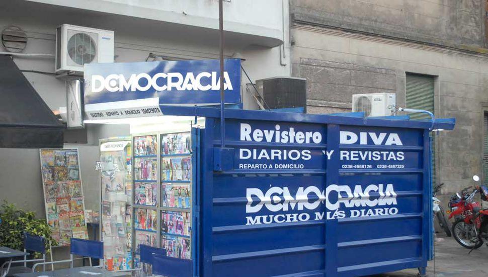 Democracia, mucho más diario y también líder en circulación.