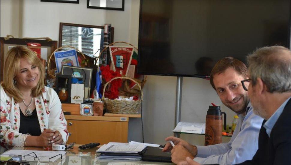 Firmaron proyecto ejecutivo para cloacas y agua potable en Arenales