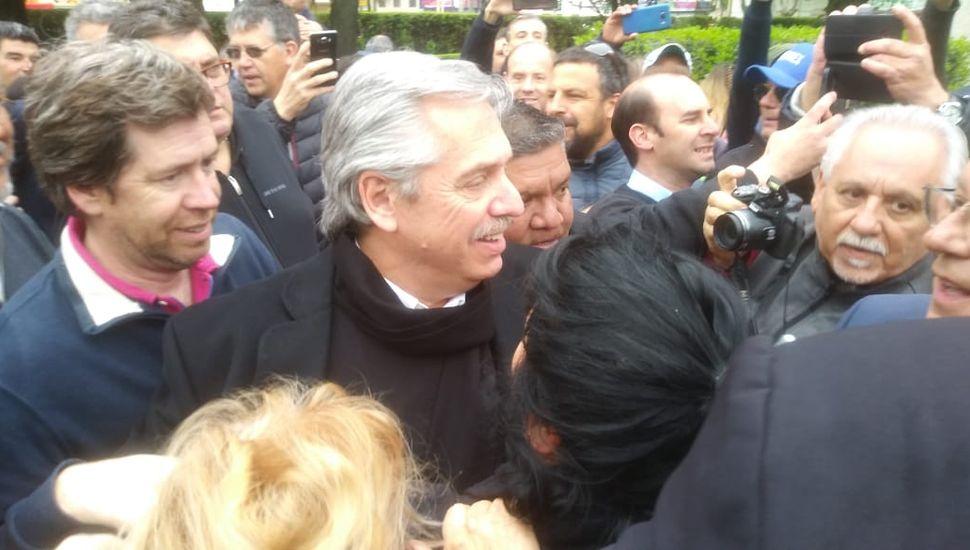 El candidato a presidente de Todos fue recibido por una multitud