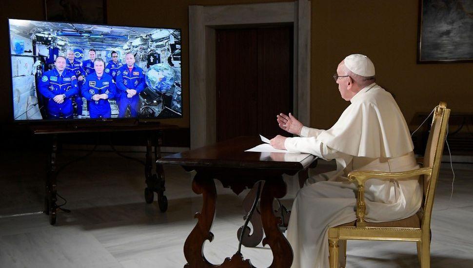 El Papa dialogó con los astronautas de la Estación Espacial