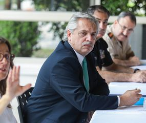 Alberto Fernández ratificó que prioriza la salud por sobre la economía y en ese marco crece el apoyo popular a su gestión.