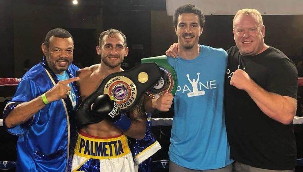 """Los ganadores argentinos, Alberto """"Beto"""" Palmeta y Marcos Besana Escudero (a su lado), junto a sus colaboradores."""