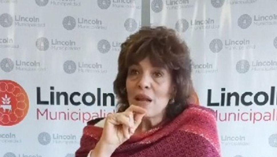 Licenciada Laura Rodriguez, durante la charla.
