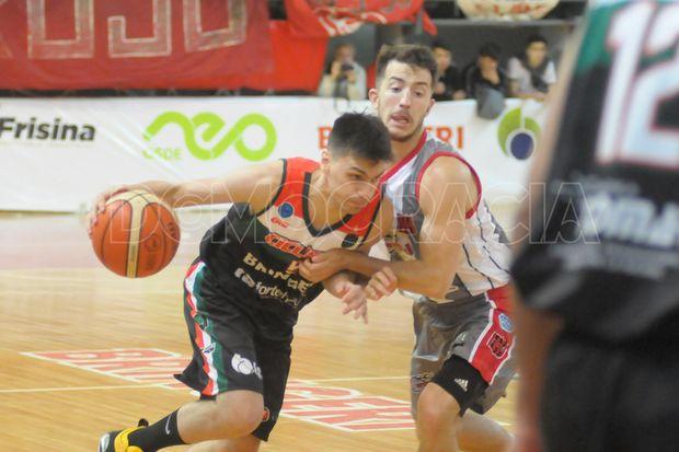 Alvarez Paz arremete contra Sebastián Bernasconi.