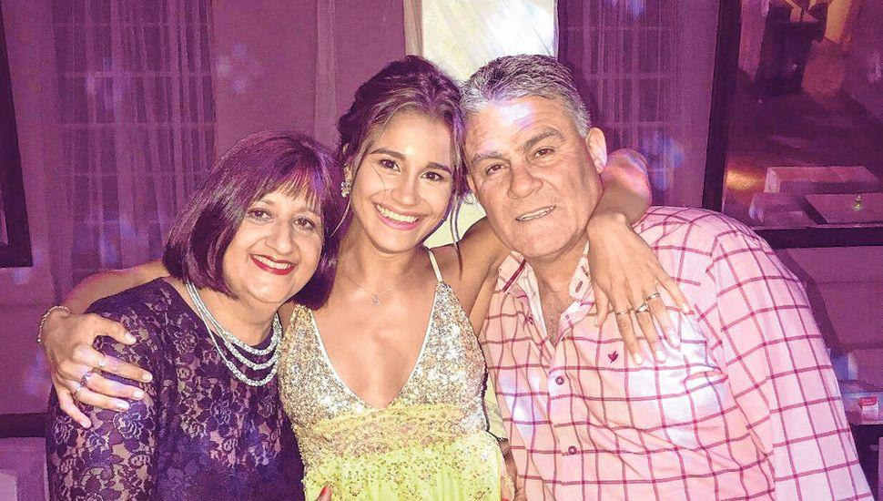 Con su esposa, Andrea Malavolta, y la hija de ambos, Guadalupe.