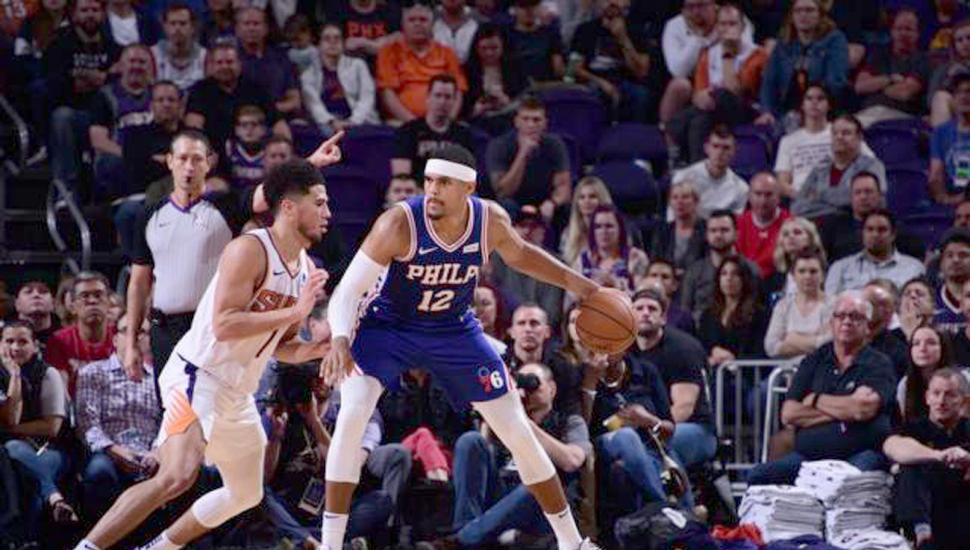 Booker fue la figura de Phoenix con 40 puntos.