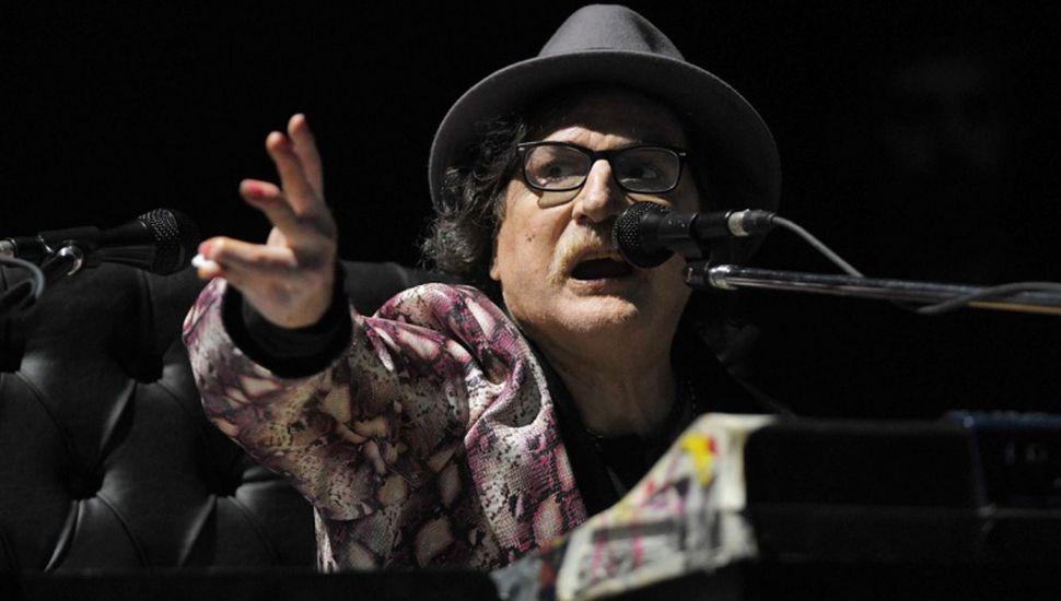 """Un Charly García luminoso volvió  a presentar """"La torre de tesla"""""""