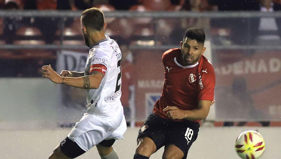 Romero encabeza un ataque de Independiente.