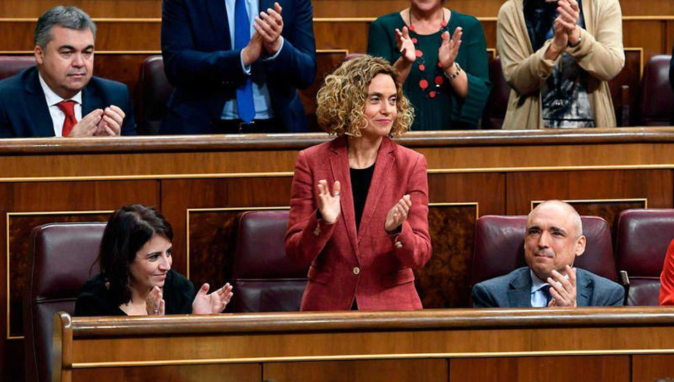 España formó su parlamento con el Gobierno en el aire