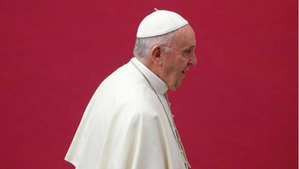 El Papa removió del C-9 a  dos cardenales por abusos
