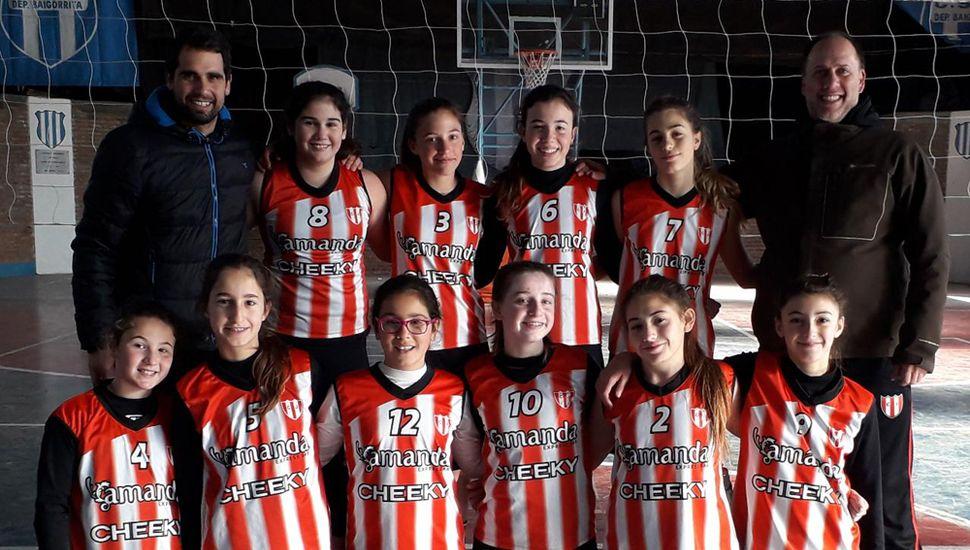 """Plantel de la categoría Sub-13 del Club Junín campeonas del último Grand Prix y del """"Apertura"""" 2019."""