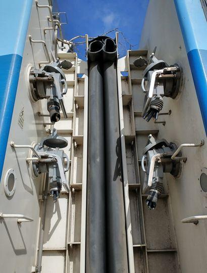 Los cables interconectan los vagones.