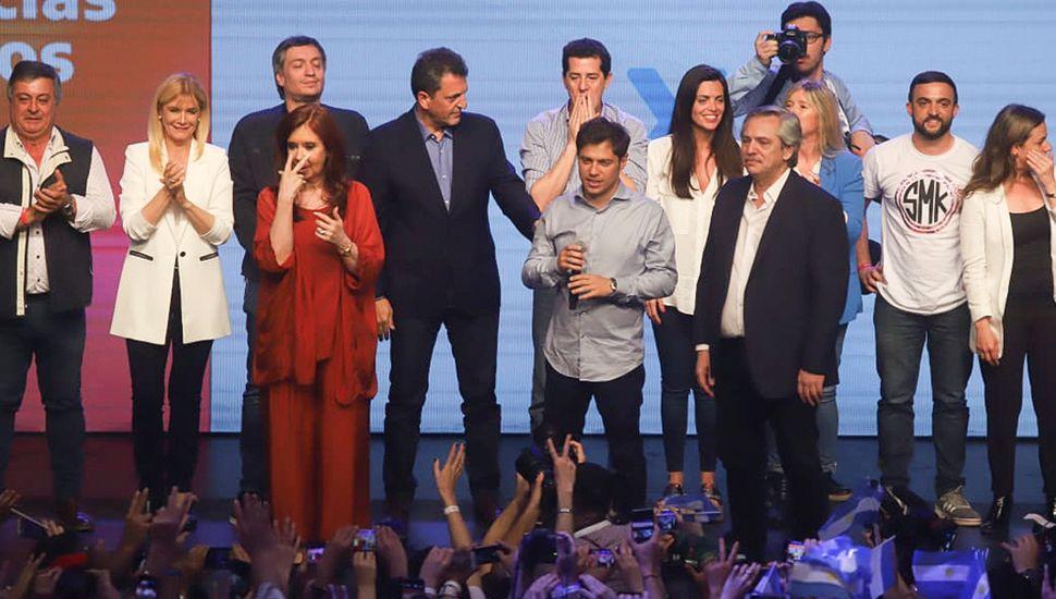 Kicillof a la hora del festejo con Alberto y Cristina Fernández.