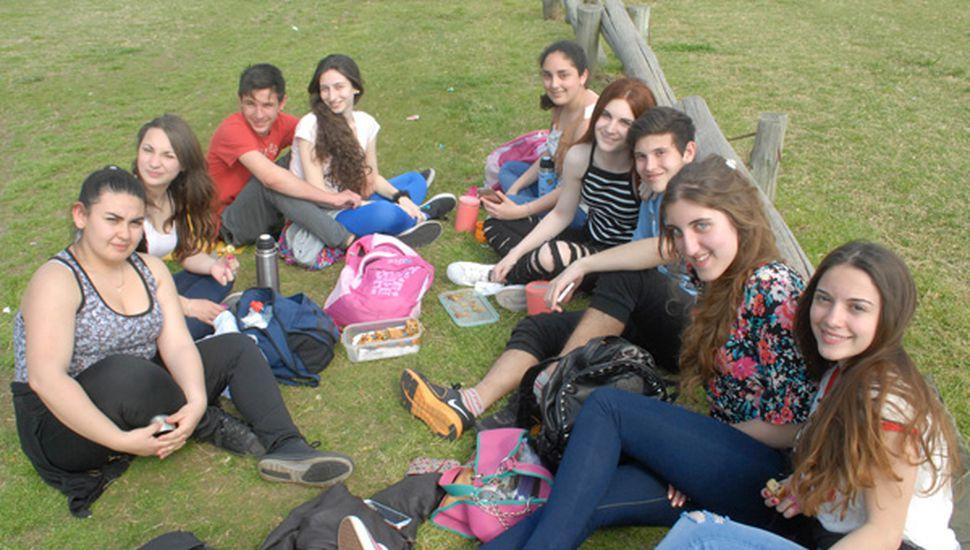 Los jóvenes vuelven a reunirse en su día con variadas actividades